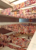 Ausstellung mit 500 Schülerarbeiten / Knüpfbatik